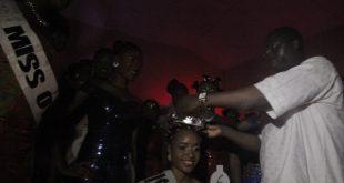 Miss Okota 2016:  Ahmed Mariam being crowned by Otunba (Dr.) Gani Adams