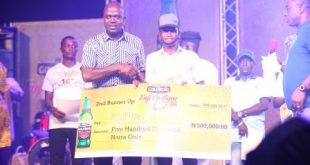 IMG 2170: Emmanuel Agu, Portfolio Manager, Mainstream Lager and Stout Brands, Nigerian Breweries Plc and Mufutau Alani, Second Runner Up at the Grand Finale of the 2016 Goldberg Fuji T'o Bam