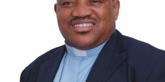 Ikuesan, leader of Zion Band Praise